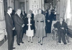Christine de Rivoyre en compagnie de Prince Rainier, de la Princesse Grace et du jeune Albert de Monaco lors de la remise du Prix Prince Pierre de Monaco en 1982 pour l'ensemble de son oeuvre.