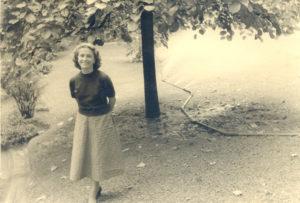 Christine de Rivoyre à la fin des années 40. Tout juste revenue des Etats-Unis, elle vient d'être engagée comme attachée de presse des Ballets des Champs-Elysées.