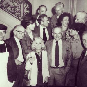 Christine de Rivoyre et les membres du Prix Mumm-Klébert Haedens. A sa droite Michel Déon, au-dessus d'elle Jean d'Ormesson et tout à droite en haut Félicien Marceau.