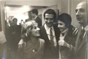 Christine de Rivoyre lors de la réception donnée par les éditions Grasset après l'Interallié. A sa droite Alexandre Yalda, Zizi Jeanmaire et Bernard Privat.