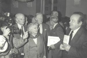 Christine de Rivoyre aux côtés de Félicien Marceau et de Maurice Druon à l'occasion de la mise du Prix-Paul Morand pour l'ensemble de son oeuvre en 1984.
